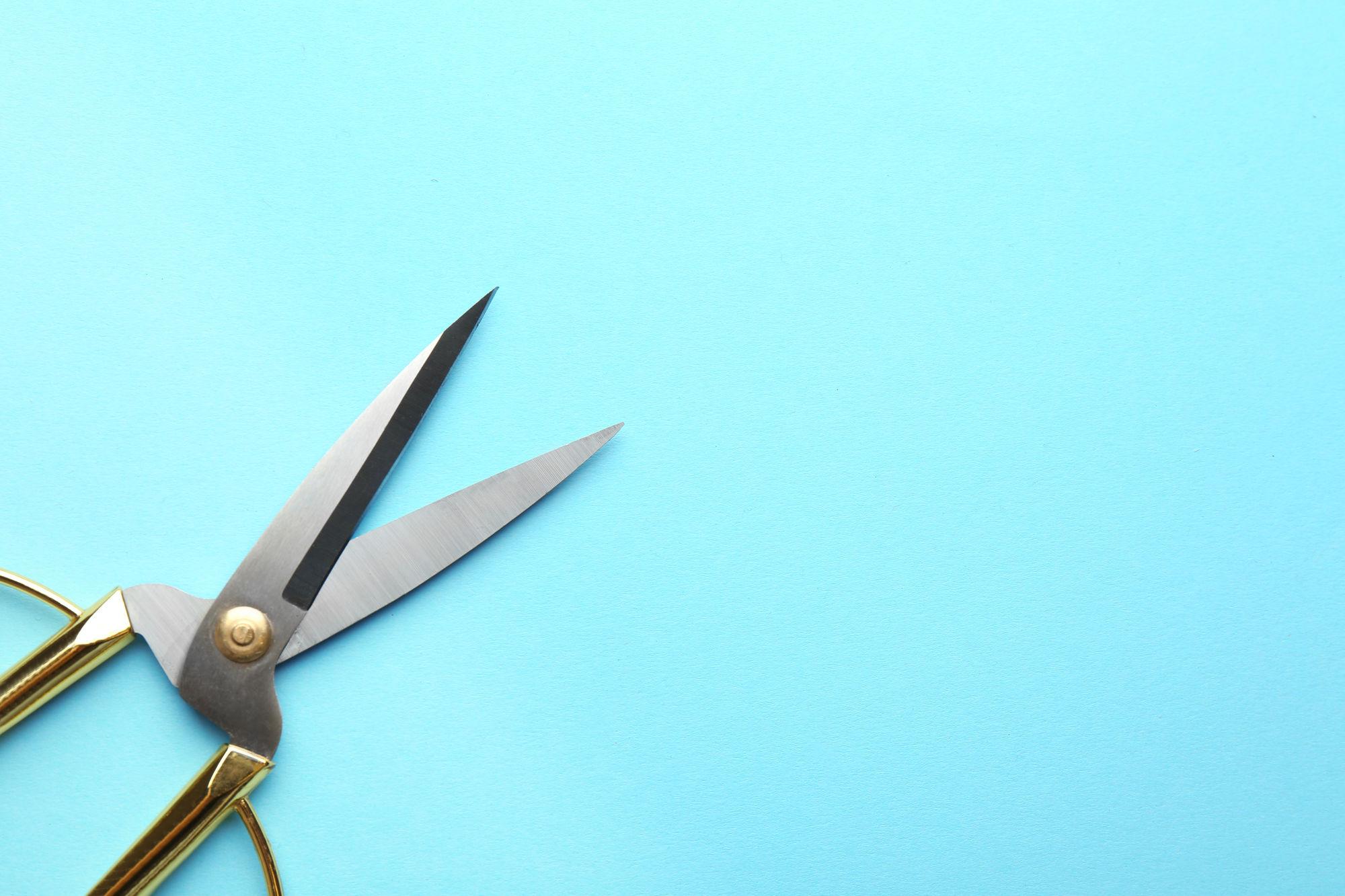 Een plastic vliegengordijn inkorten?