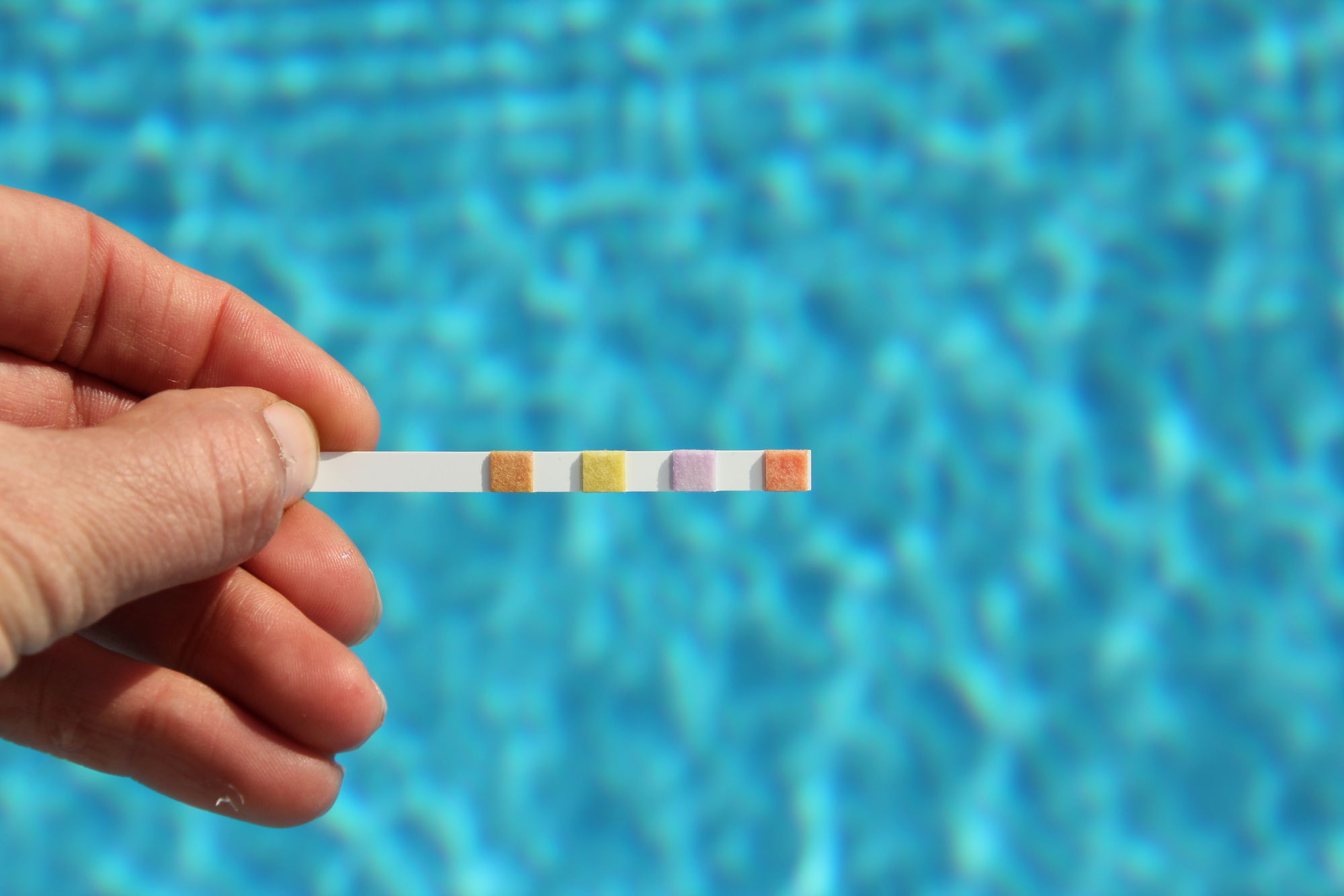 Zwembadwater testen? Meet deze 3 cruciale waarden!